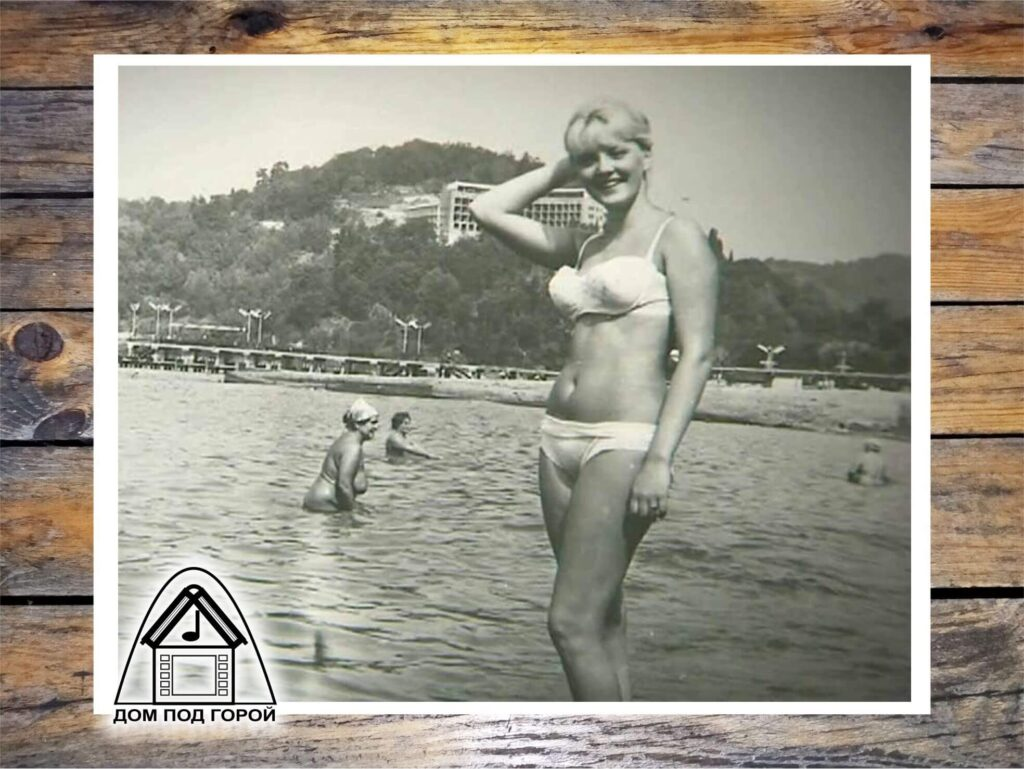 Марианна Вертинская в купальнике